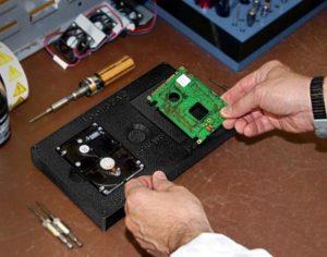 Arbeitsstation zur Festplattenmontage aus ABS-ESD7
