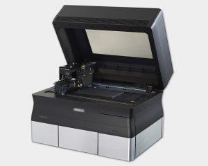 Desktop 3D-Drucker Objet30 offene Ansicht des Bauraums.