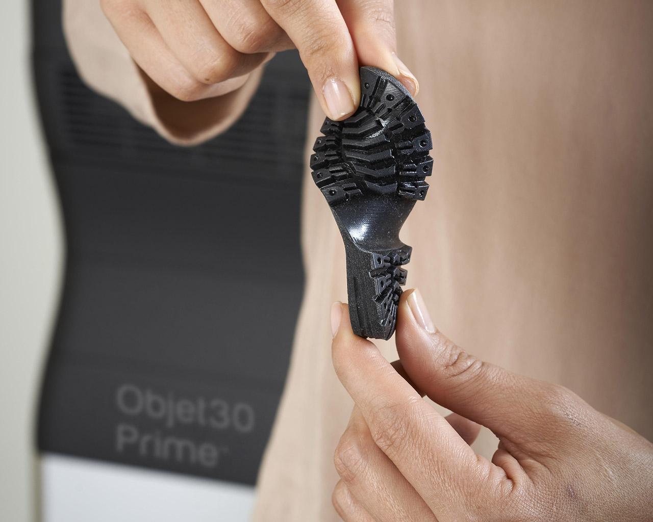 Eine Gummi 3D gedruckte Schuhsohle aus dem Objet30 Prime.