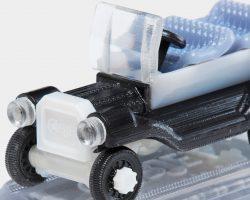 Automodell aus sieben unterschiedlichen PolyJet Materialien