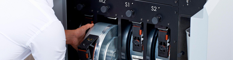 Entfernen der Materialkassette beim Fortus 450mc