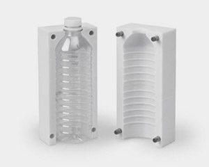 Prototyp einer formgeblasenen Flasche aus PC