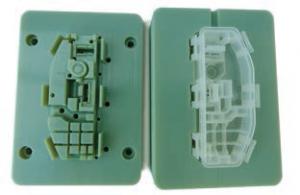 Mit 3D Druck PolyJet Form hergestelltes Teil, bereit für den Funktionsprüfung.
