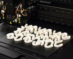 Drucken Sie bis zu 60 Zahnspangen in einem Druckvorgang.