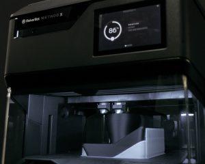 Drucken Sie mit dem MakerBot Method X echtes ABS Material.