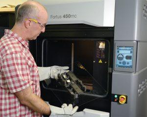 Der Stratasys Fortus 450mc und Nylon 12CF Material sind für die Bedürfnisse von Thule bestens geeignet.