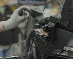 Auch die Anbringung des Typenschilds wird vom 3D Druck unterstützt