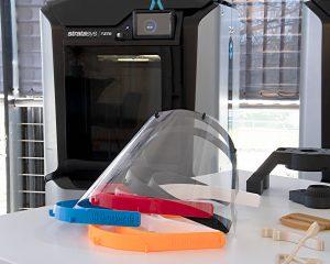 Die Schutzvisiere bestehen aus einem 3D-Druck Rahmen und einem durchsichtigen Kunststoffschild.