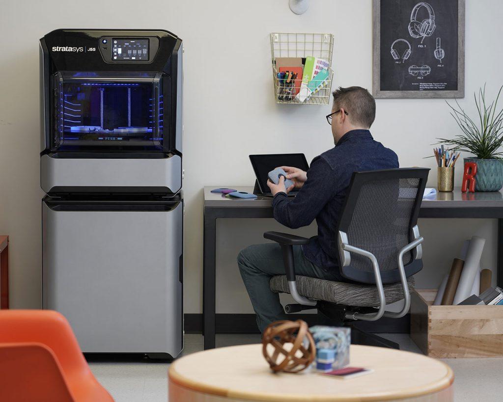 Der J55 Design 3D Drucker passt auch in Ihren Arbeitsbereich.