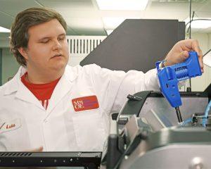 Der austauschbare Druckkopf der F123-Serie ermöglicht eine einfache und schnelle Umstellung auf den Druck von Elastomer Material.